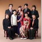成人式の親子3代の家族写真