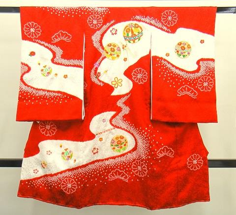 女の子のお宮参りの着物 赤白 絞り入り