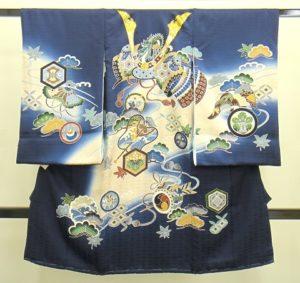 男の子お宮参りの着物 産着 紺青にぼかし入り 兜柄 画像