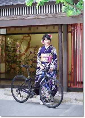 辻が花の振袖を着た自転車女子