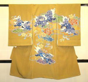 男の子お宮参りの着物産着 黄からし色に唐獅子柄