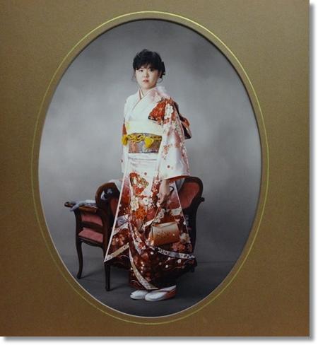 白地に赤のママ振袖の画像