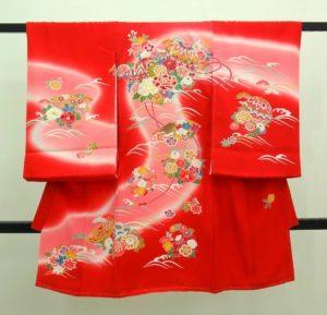女の子お宮参りの着物 初着 祝い着 赤にピンクぼかし波 四季草花