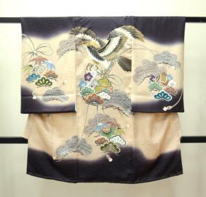 男の子お宮参りの着物 産着 お祝着 熨斗目 鷹に松 濃い紫にベージュぼかし