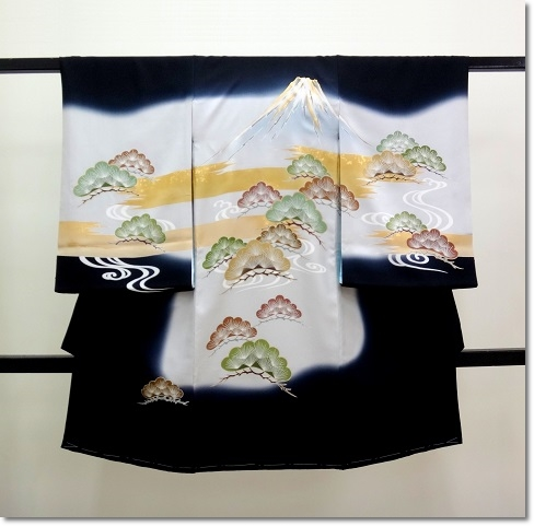 男の子 お宮参り着物 産着 祝い着 黒色に富士山の柄の