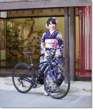 濃い紫紺の辻が花振袖にロードバイク女子