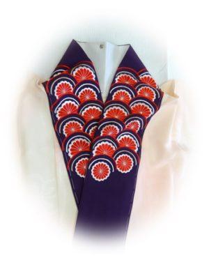 振袖用刺繍半衿 紫に赤 菊に青海波の柄