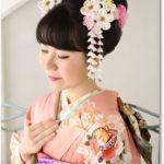 日本髪に白ピンクのつまみ簪