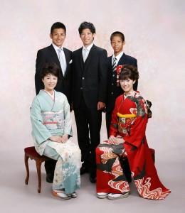 【母の振袖】の帯と小物を新しくして「家族写真」を撮影
